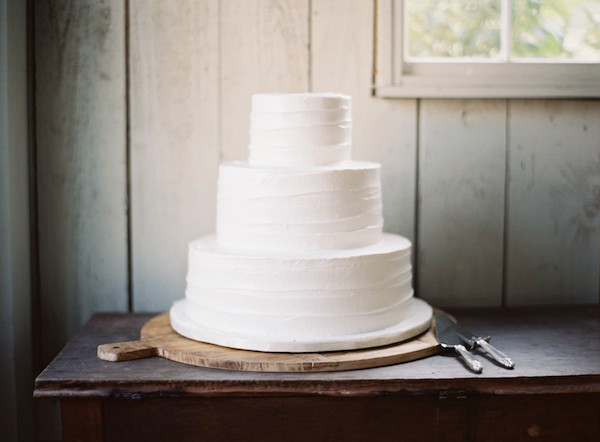 Plain White Wedding Cake  Rustic Archives Page 10 of 21 ce Wed