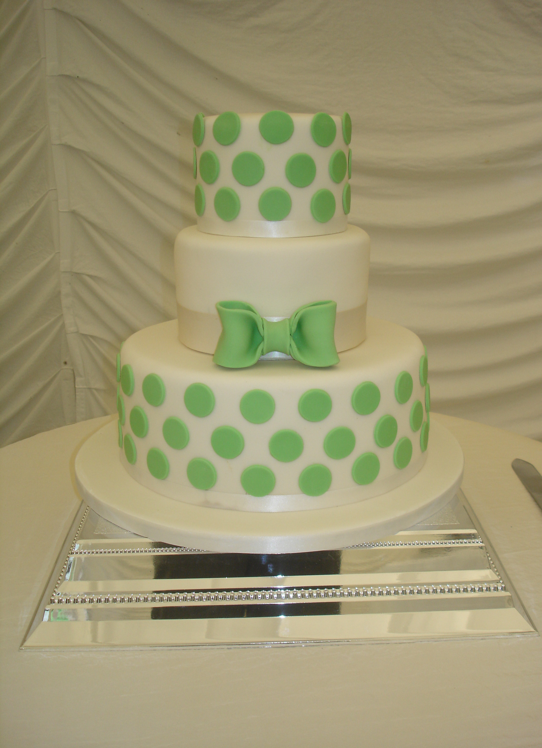 Polka Dotted Wedding Cakes  Green Polka Dot Wedding Cake
