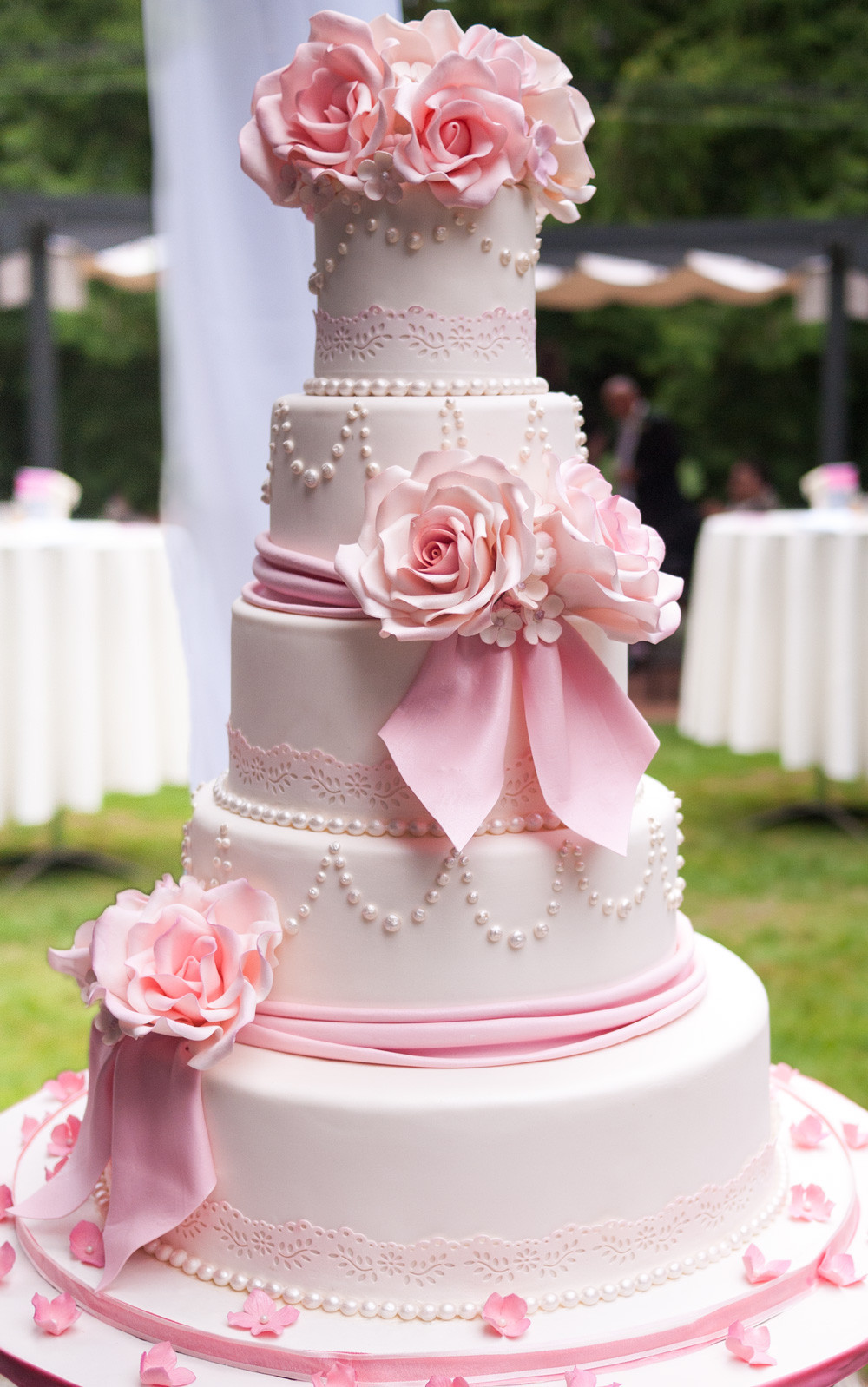 Prettiest Wedding Cakes  18 Wedding Cakes That Prove Love Is The Best Ingre nt