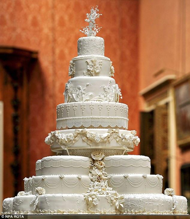 Prince William Wedding Cakes  Kate Middleton and Prince William royal wedding cake slice