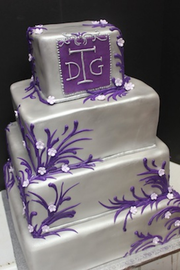 Purple And Silver Wedding Cakes  Purple And Silver Fancy Wedding Cake