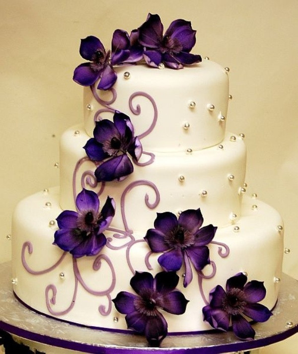 Purple And White Wedding Cake  Bride In Dream Romantic Purple Theme Wedding