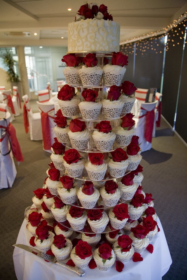 Red And White Wedding Cake  Amazing Red And White Wedding Cakes [26 Pic] Awesome