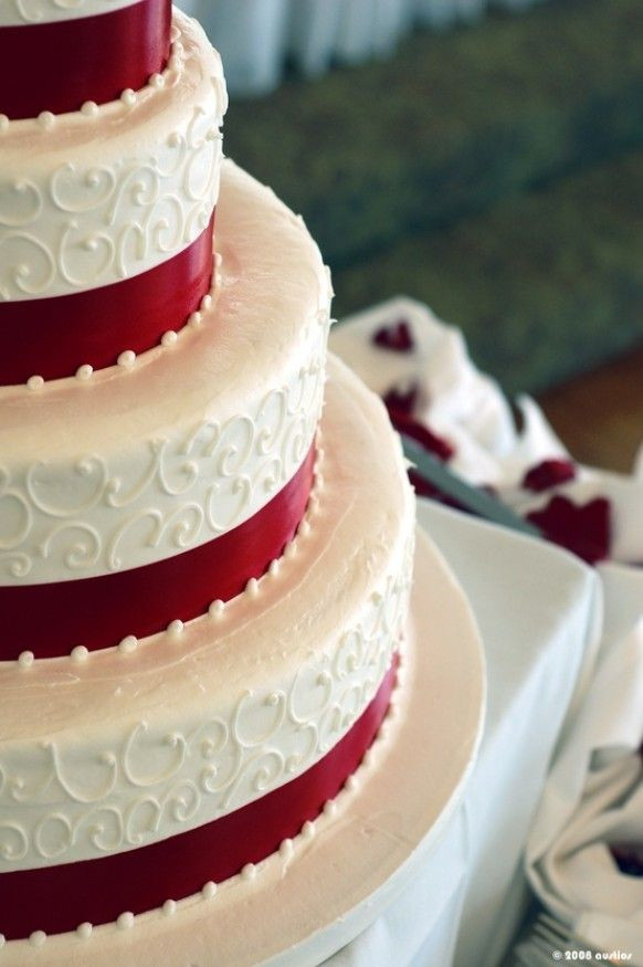 Red And White Wedding Cake  Winter Wedding Cakes Inspiration