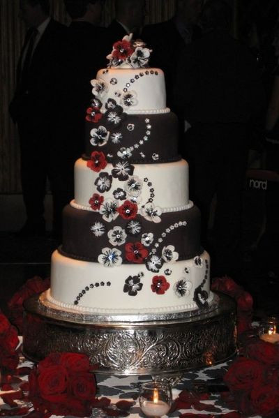 Red And White Wedding Cake  Amazing Red Black And White Wedding Cakes [27 Pic