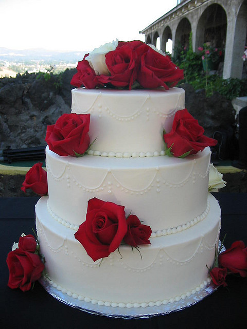 Red And White Wedding Cake  Red and White Roses Cake