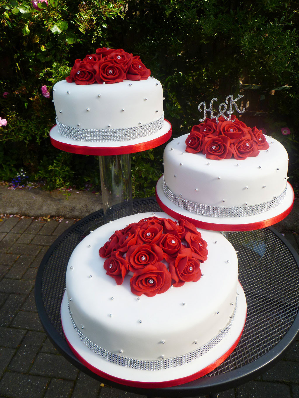 Red And White Wedding Cakes Pictures  Red And White Wedding Cake Ideas Wedding Cake Cake Ideas
