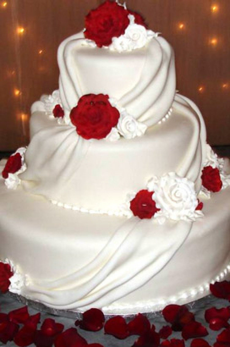 Red And White Wedding Cakes Pictures  White And Red Drape Wedding Cake