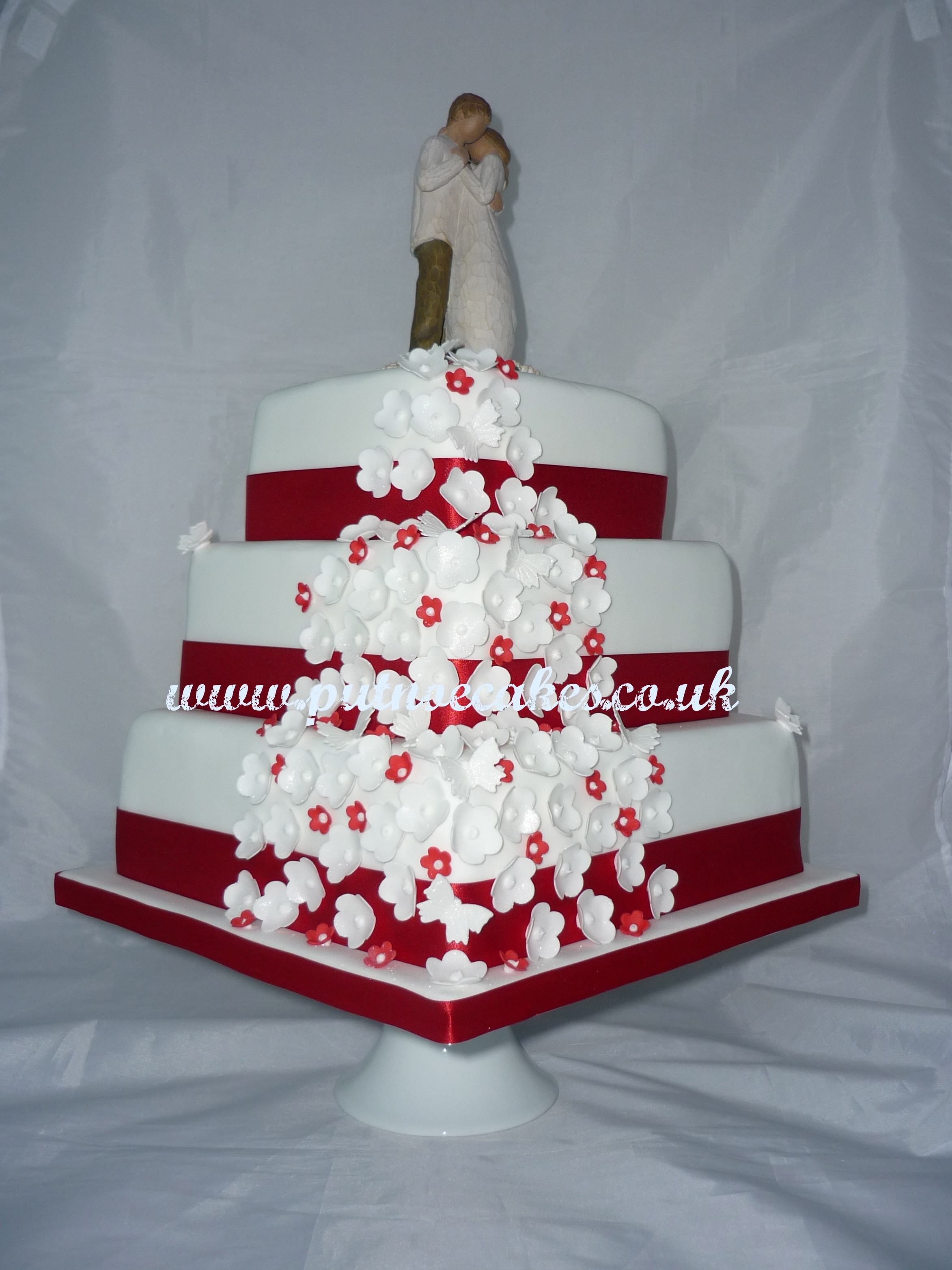Red And White Wedding Cakes Pictures  Red and White Wedding Cakes