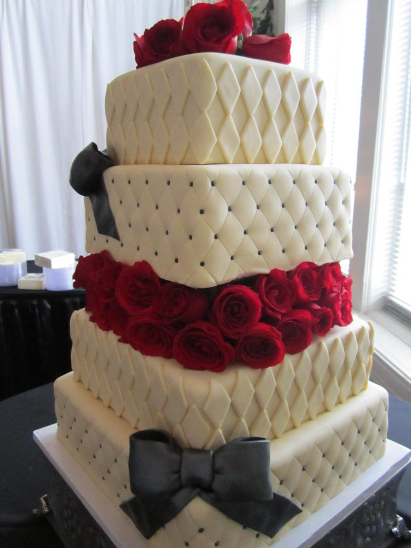 Red And White Wedding Cakes With Roses  Black And White Patterned Tiers Wedding Cake With Red