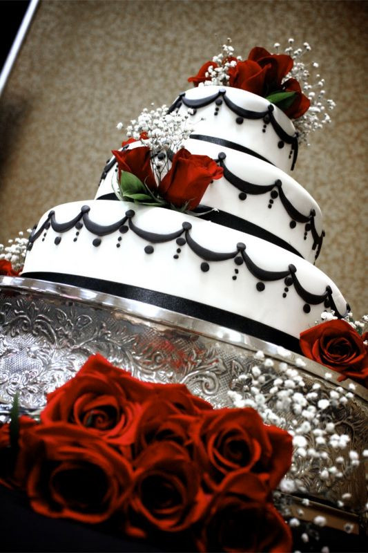 Red Black And White Wedding Cake  Black white and red wedding cakes 2015 2016