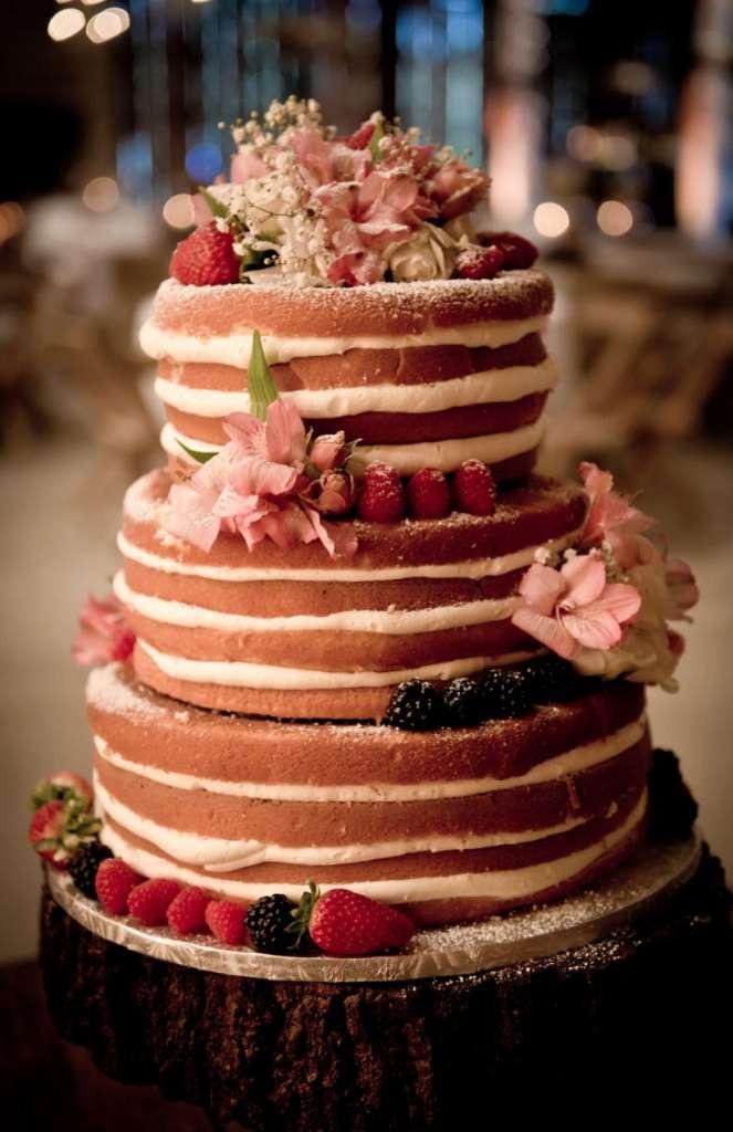 Red Velvet Wedding Cake  Dulcet Red Velvet Wedding Cake Ideas – WeddCeremony