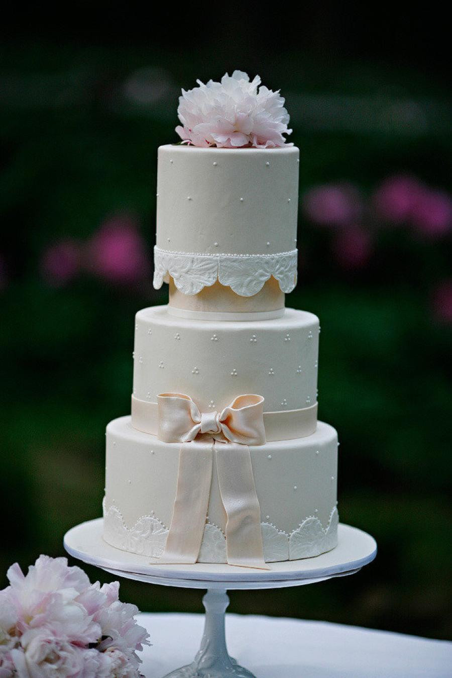 Romantic Wedding Cakes  Delightful Wedding Cakes With Romantic Soft Pink Hue