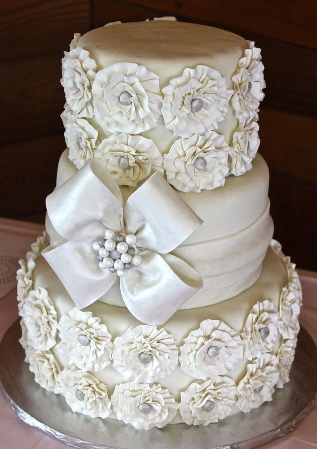 Rosette Wedding Cakes  250 best All White Wedding Ideas images on Pinterest