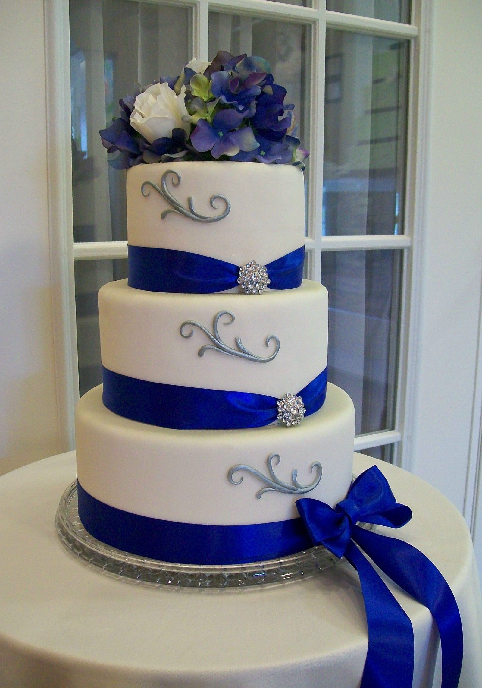 Royal Blue Wedding Cakes Designs  Trendy Royal Blue Wedding Cake Designs Wedding Cakes