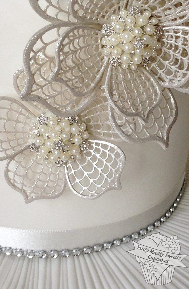 Royal Icing Flowers For Wedding Cakes  130 best images about SugarVeil Cake on Pinterest