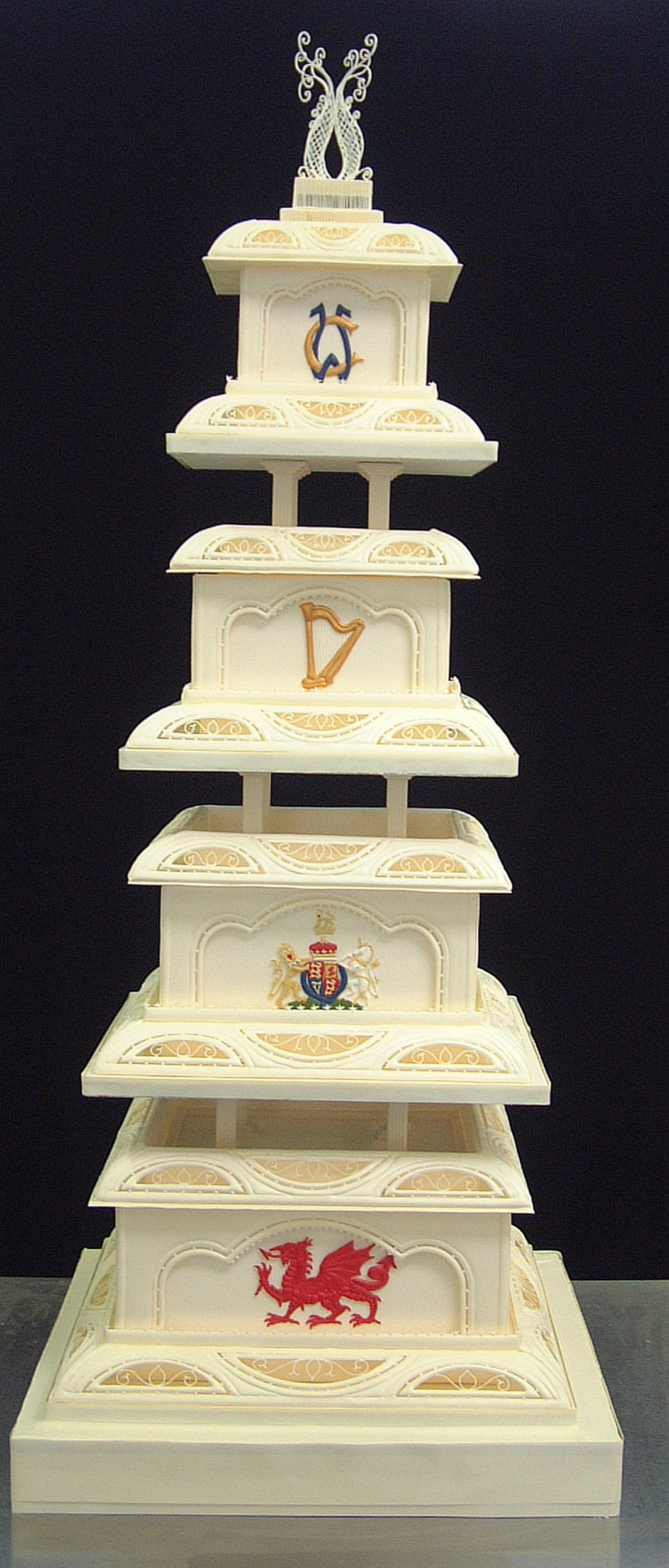 Royal Wedding Cakes  Redirection in progress