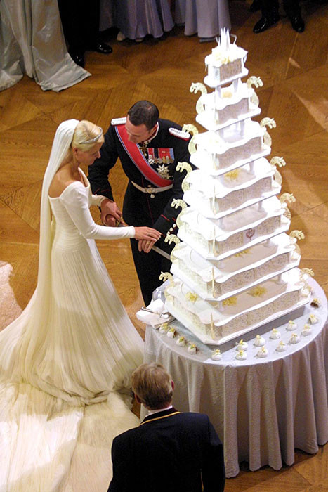 Royalty Wedding Cakes  Kate Middleton the Queen and Princess Victoria s royal