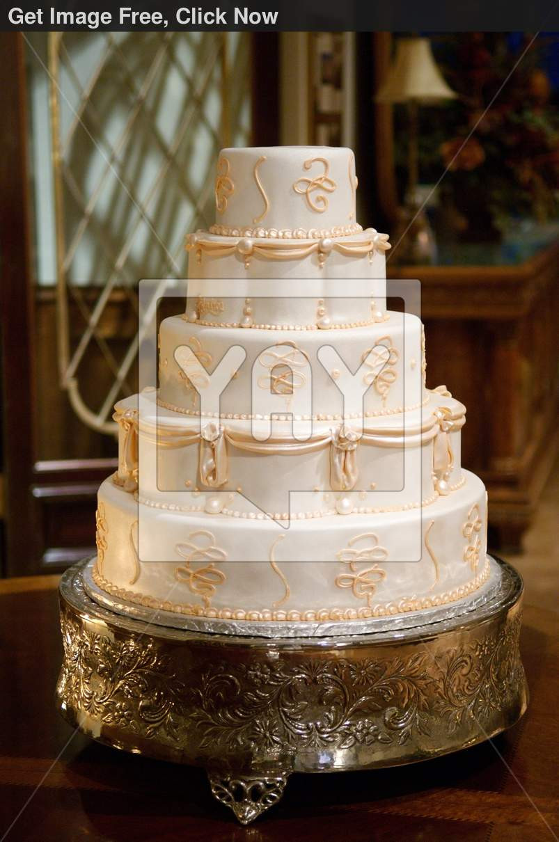 Royalty Wedding Cakes  Royalty Free Image of Classic Wedding Cake