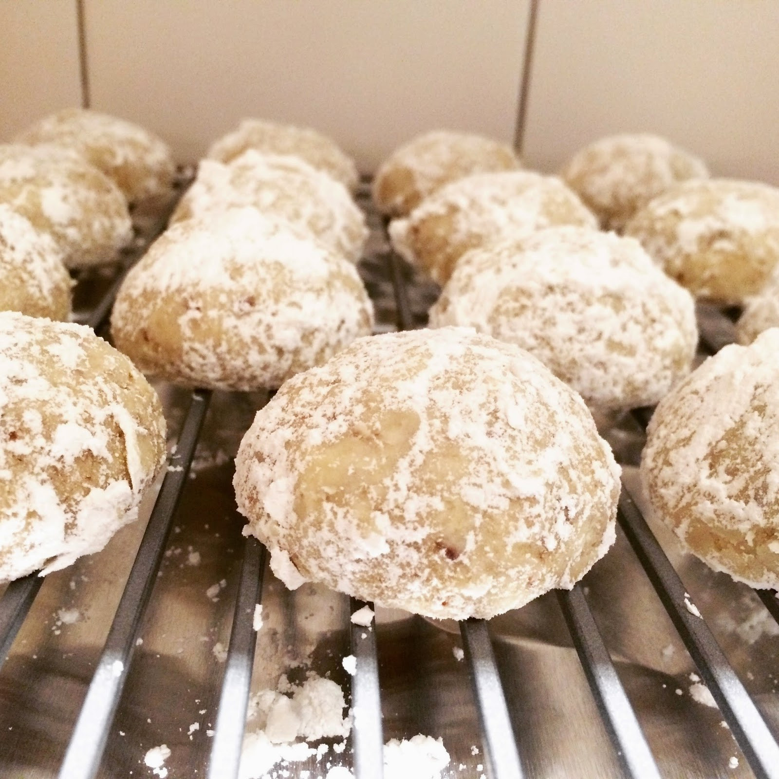 Russian Tea Cakes Vs Mexican Wedding Cookies  siriously delicious Snowball Cookies