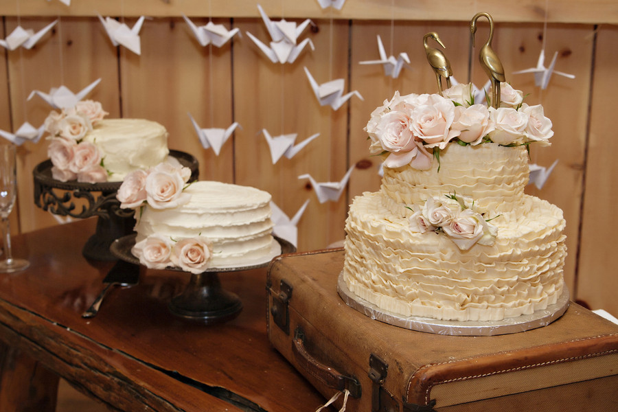 Rustic Chic Wedding Cakes  8 Must Have Details For Your Rustic Chic Wedding