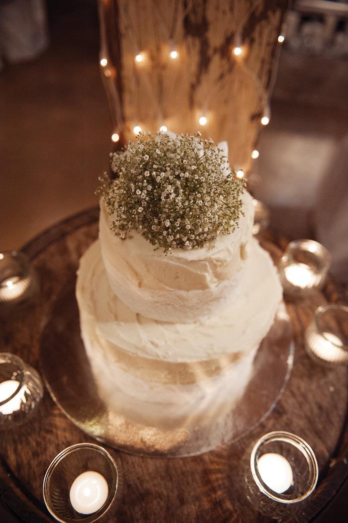 Rustic Themed Wedding Cakes  A romantic rustic wedding theme Modern Wedding