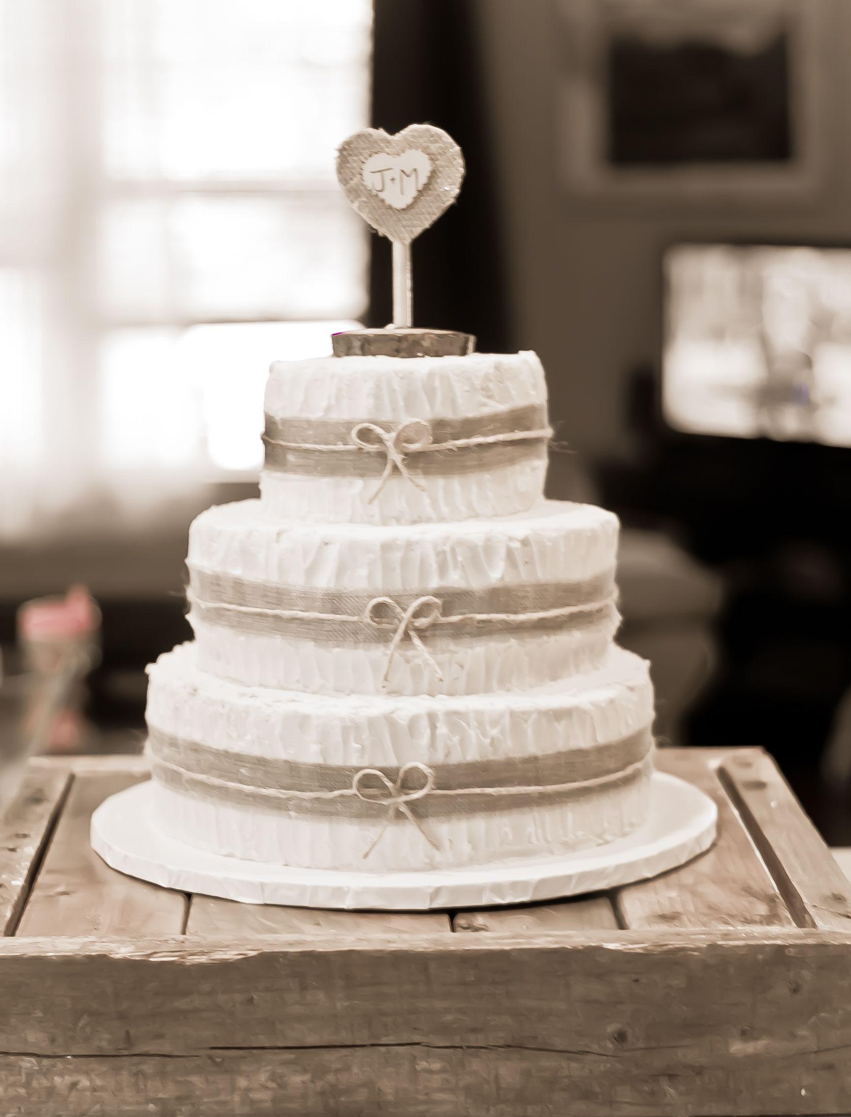 Rustic Wedding Cakes With Burlap  Rustic Burlap Wedding Cake Red