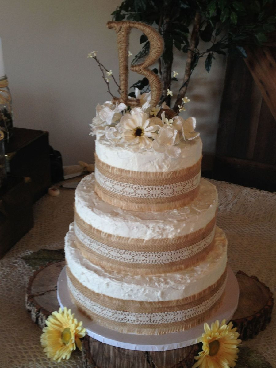 Rustic Wedding Cakes With Burlap  Rustic Theme Wedding Cake Borders Are Burlap With Lace And