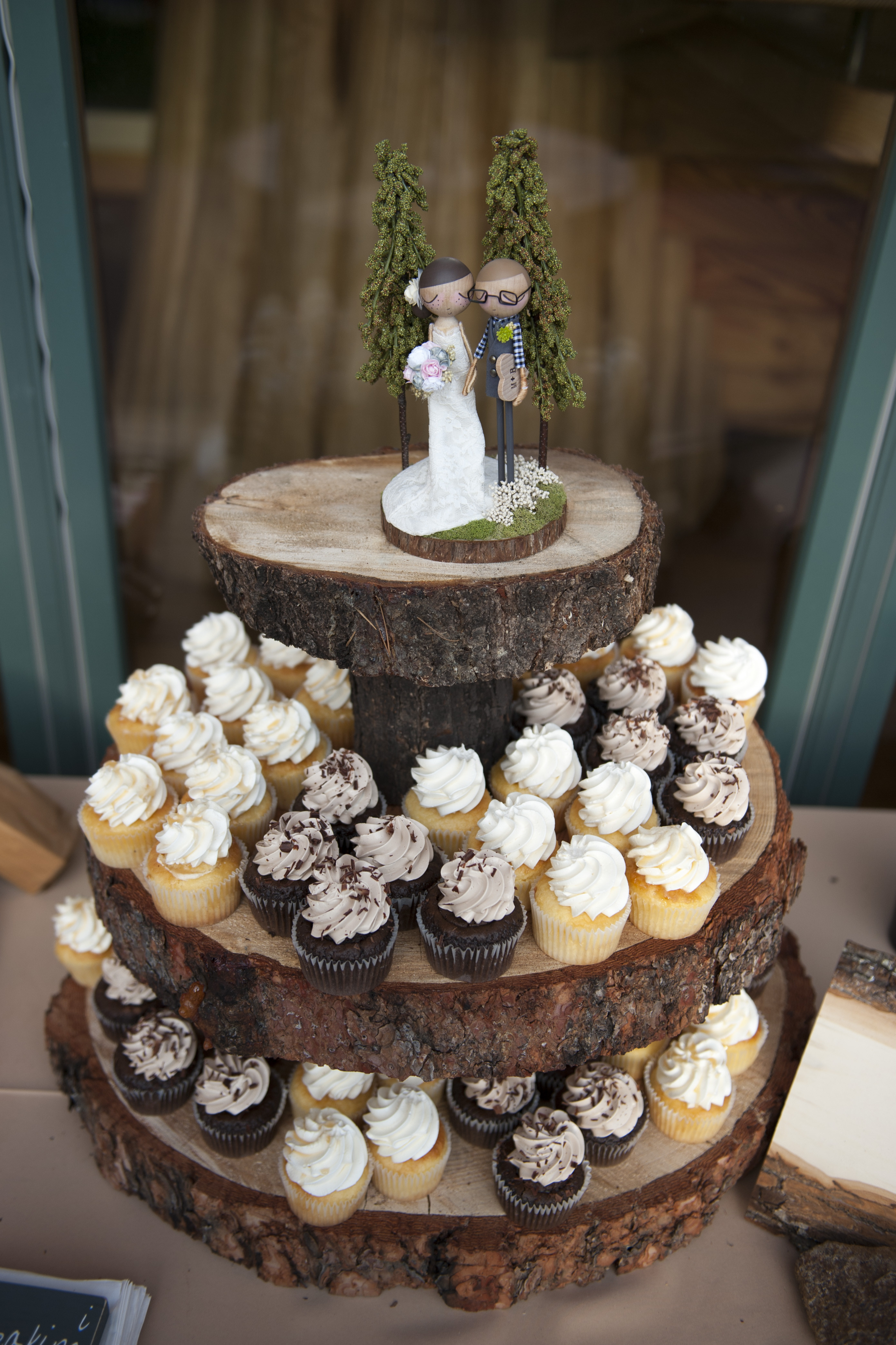 Rustic Wedding Cakes With Cupcakes  38 Woodland Wedding Cakes That Will plete Your