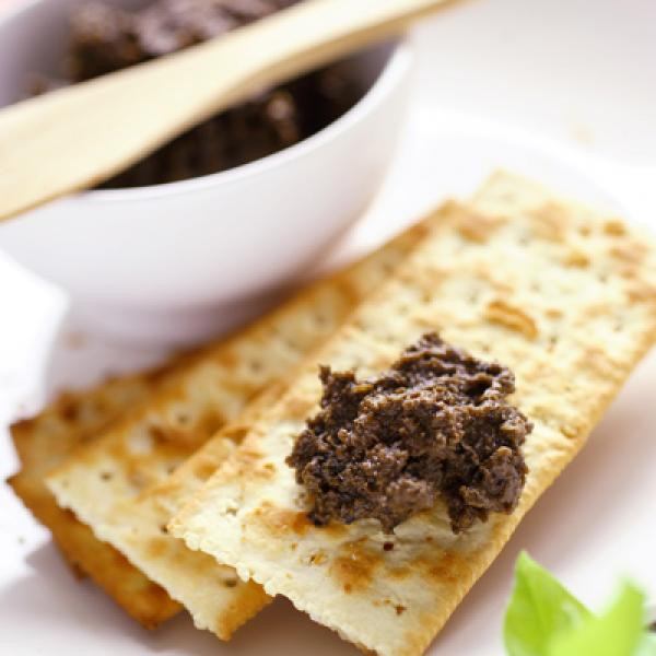 Salty Healthy Snacks  Low Fat Whole Wheat Crackers with Mixed Olive Spread
