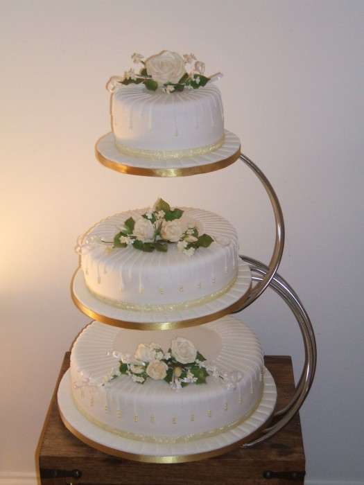 Separate Tier Wedding Cakes  3 separate tier wedding cake idea in 2017