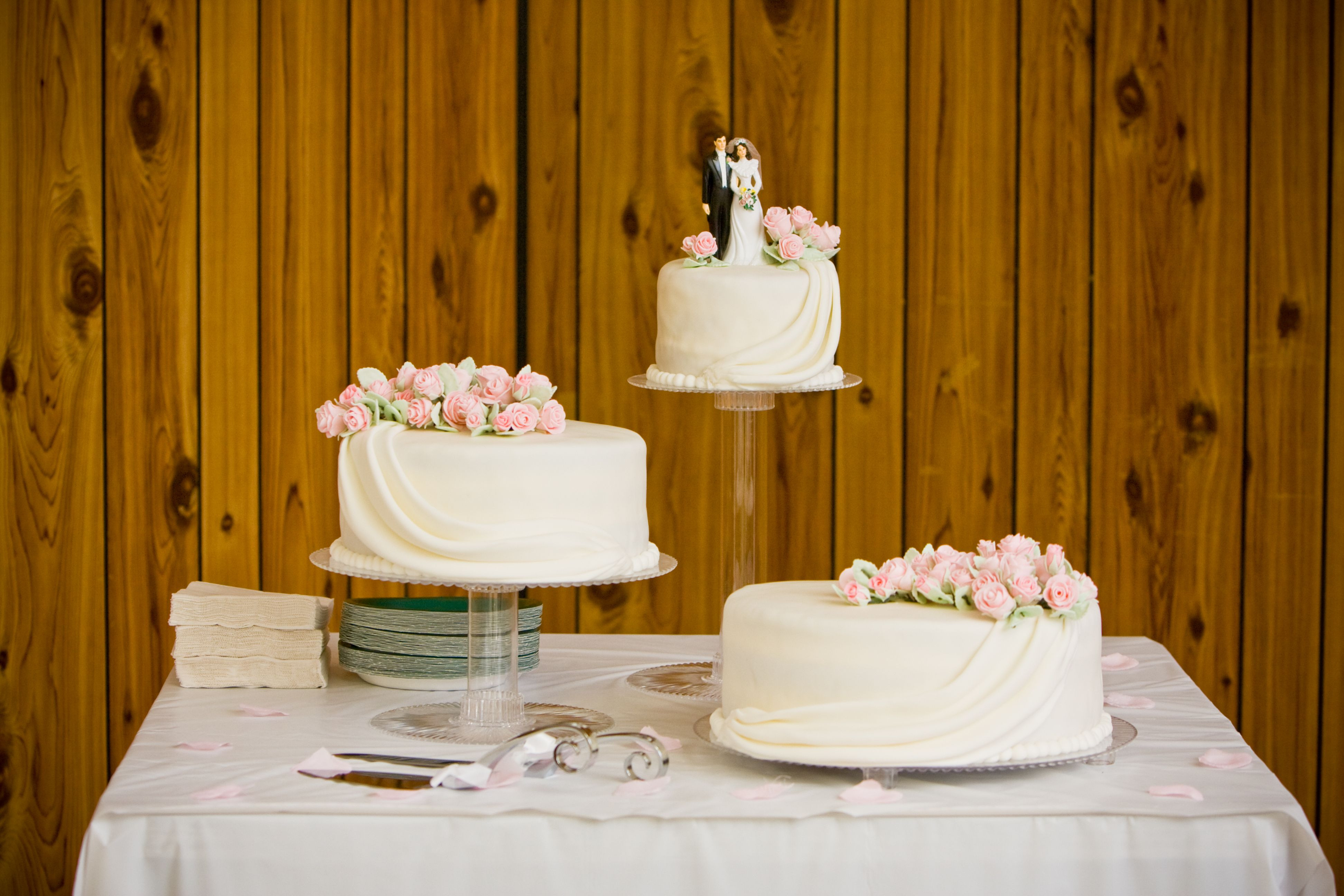 Seperate Tier Wedding Cakes  wedding cakes with separate tiers