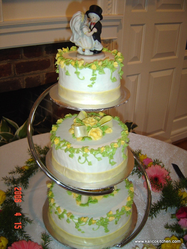 Seperate Tier Wedding Cakes  Separate tiered wedding cakes idea in 2017