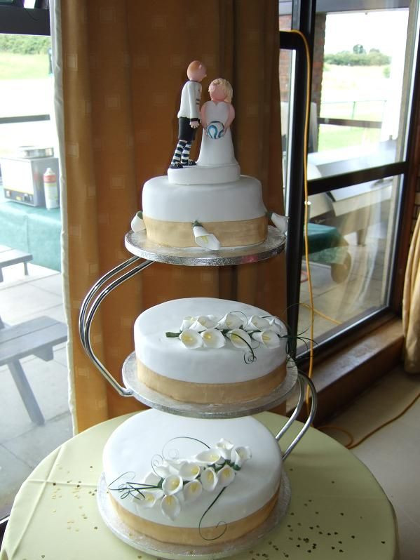 Seperate Tier Wedding Cakes  Tier Cake A S Shaped Stand With Bride And Groom