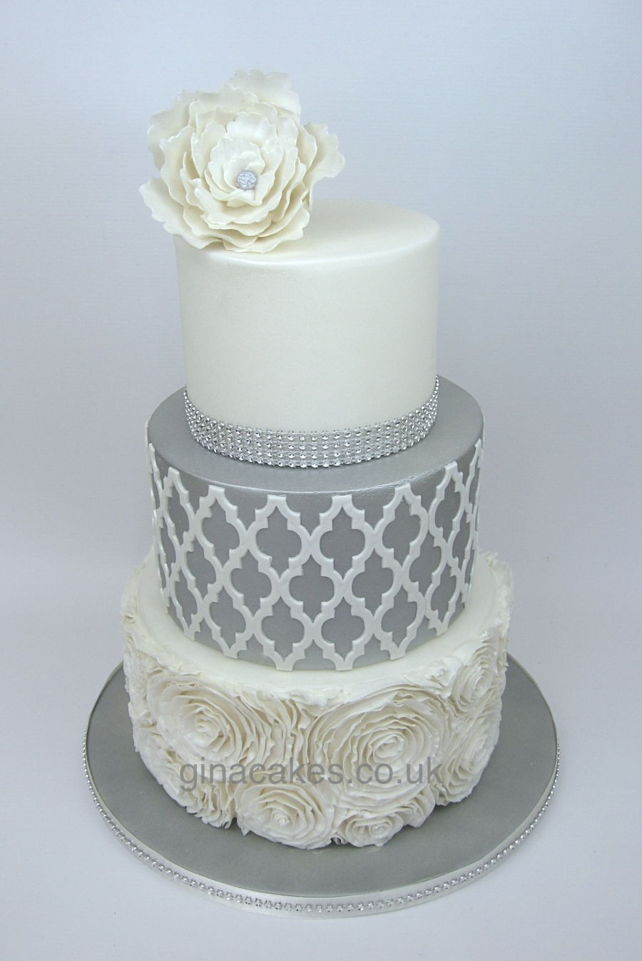 Silver And White Wedding Cake  Silver & White Wedding Cake With Contrasting lay And