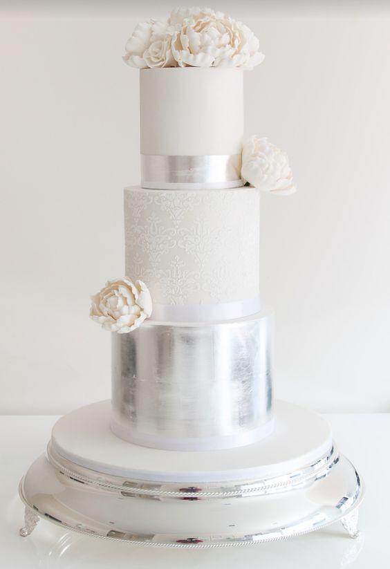 Silver And White Wedding Cake  36 Trendy And Glam Metallic Wedding Cakes Weddingomania