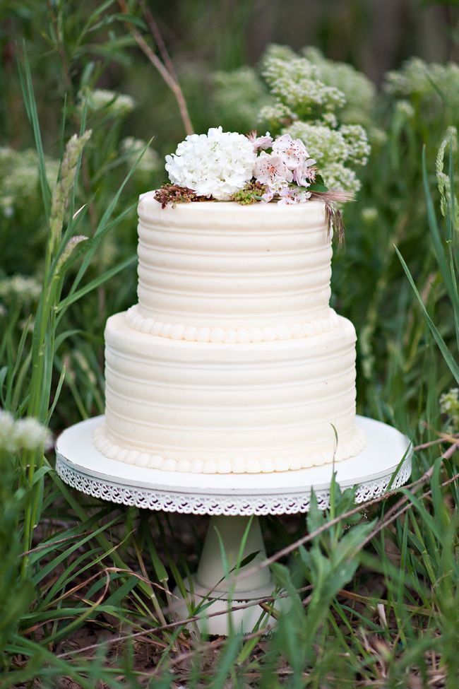 Simple 2 Tiered Wedding Cakes  2 tiers wedding cake ideas