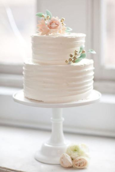Simple 2 Tiered Wedding Cakes  The Beauty of Simple Wedding Cakes Paperblog