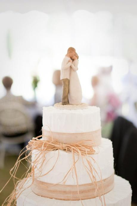 Simple Country Wedding Cakes  The Beauty of Simple Wedding Cakes Paperblog