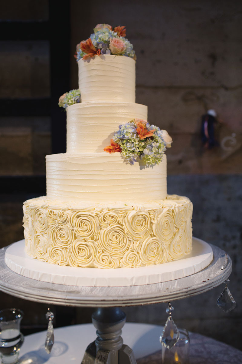 Simple Country Wedding Cakes  Great Winter Wedding Cake Ideas For You and Your Partner