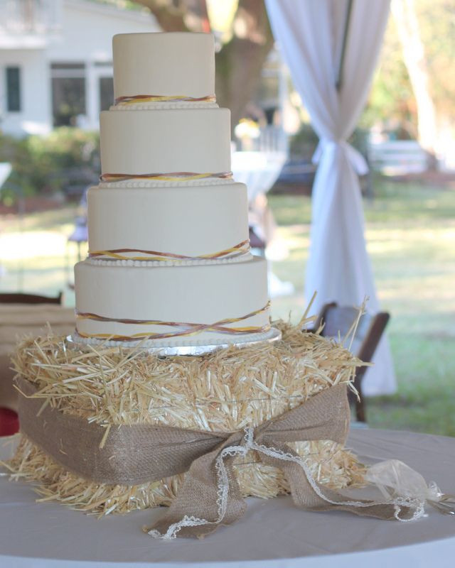 Simple Country Wedding Cakes  30 Ways to Use Hay Bales at Your Country Wedding
