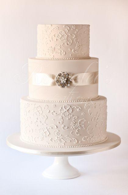 Simple Elegance Wedding Cakes  Simple Doesn t Mean Boring These Elegant Wedding Cakes