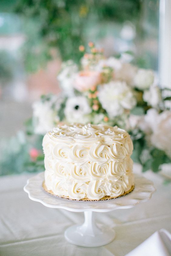 Simple One Tier Wedding Cakes  17 Stunning e Tier Wedding Cakes for the Simple Bride