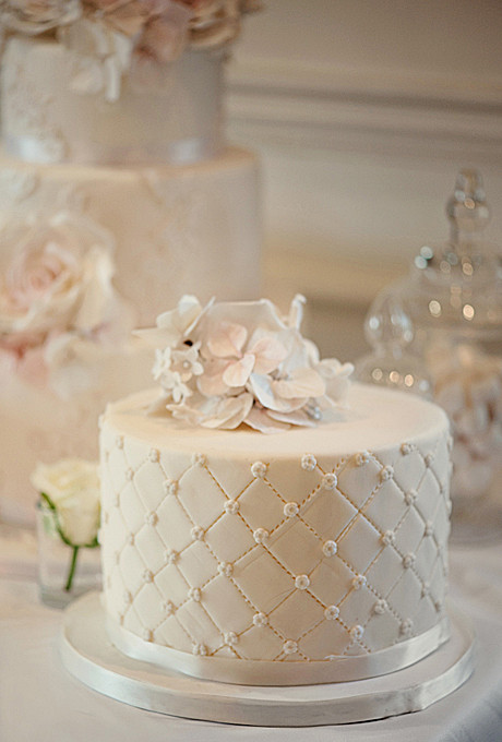 Simple One Tier Wedding Cakes  Noteable Expressions Wedding Worthy e Tier Cakes
