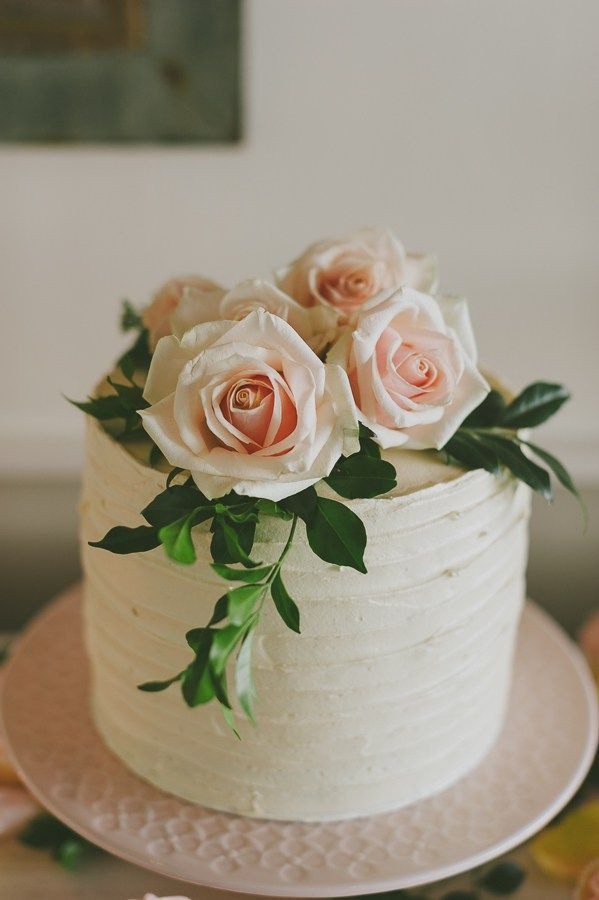Simple One Tier Wedding Cakes  Simple and Natural e Tier Wedding Cake