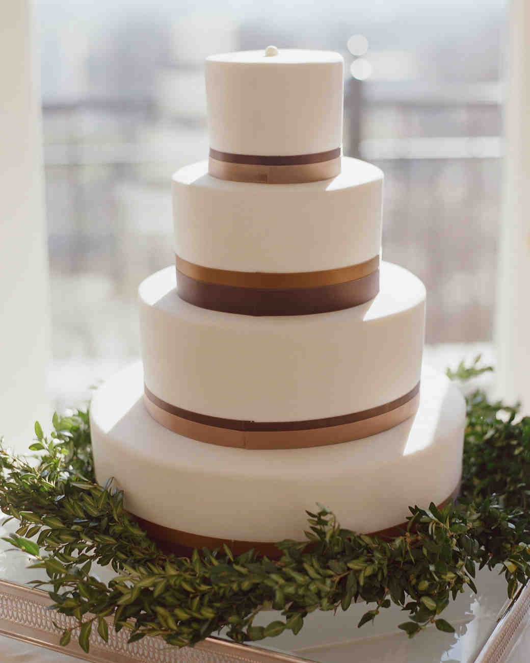 Simple Wedding Cakes Design  40 Simple Wedding Cakes That Are Gorgeously Understated
