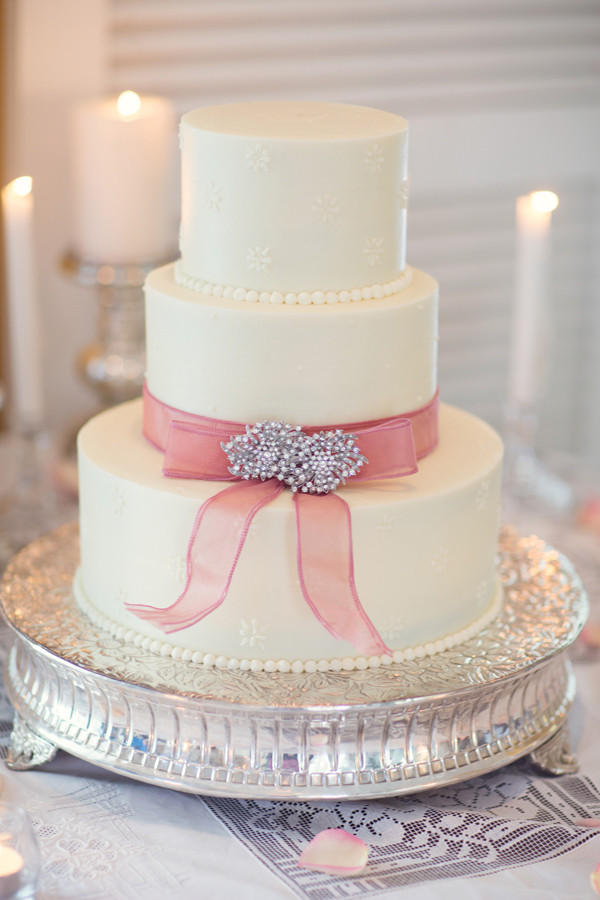 Simple Wedding Cakes Ideas  Simple Wedding Cake With Rhinestone Pin Embellishment