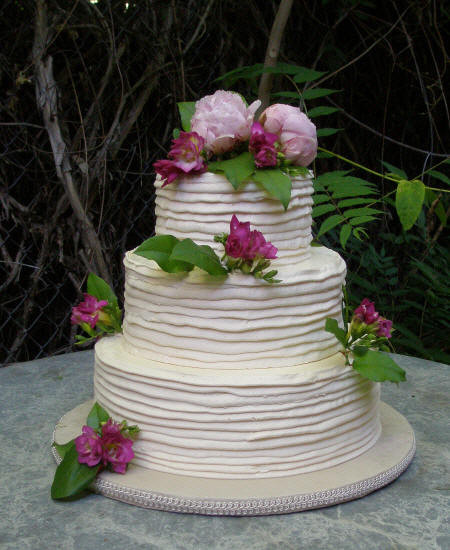 Simple Wedding Cakes Without Fondant  The Great Cake Debate Fondant vs Buttercream