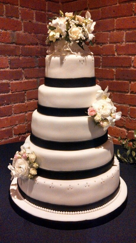 Simple Wedding Cakes Without Fondant  Simple elegant five tier wedding cake covered in black