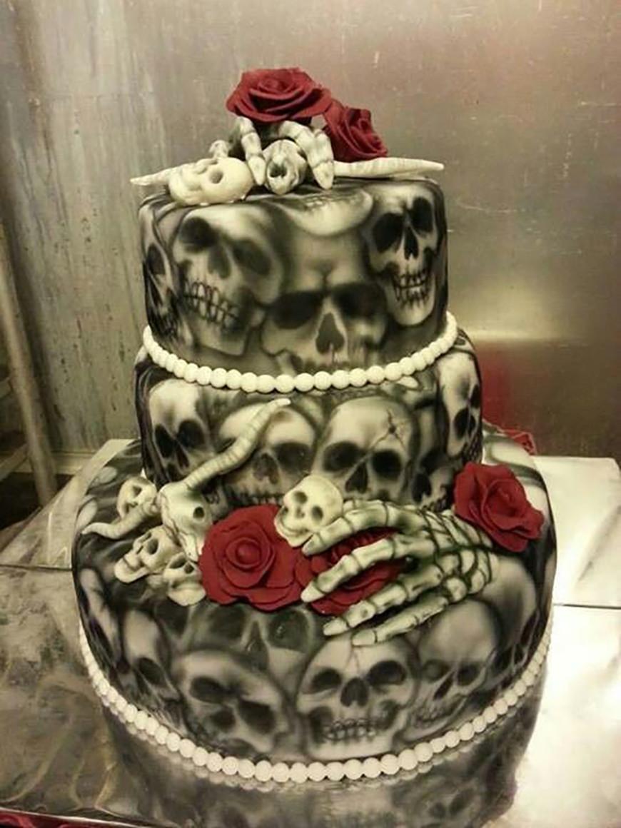 Skull Wedding Cakes  23 Halloween Wedding Cakes